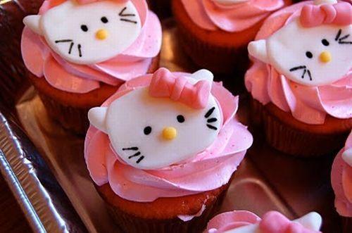 hello-kitty-cupcakes